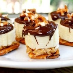 PB Banana Pretzel Bites - You'll go bananas over these sweet and salty snacks. How do I know? Everyone who tries them wants s'more!