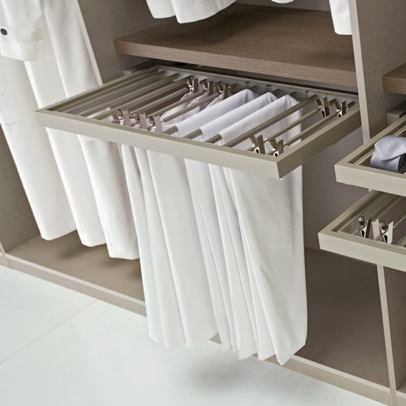Walk-in-wardrobe: Pull-out trouser rail (but the Ikea version)