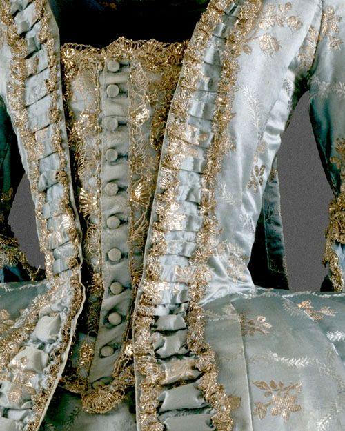 Robe à la francaise 1765. Love all the gorgeous detail.