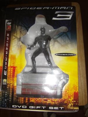 Spiderman 3 - Black Suited Spider-Man Statue w/DVD