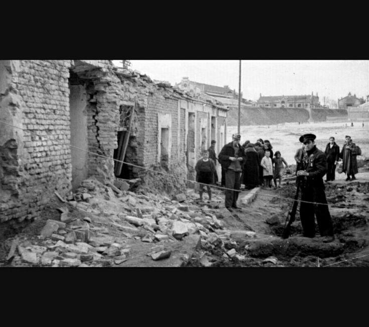 """En esta foto se muestra a Los Dolores de Cartagena durante la guerra civil (1939), fecha en la que está ambientada la obra """"Madrina de guerra"""" de Arturo Pérez Reverte."""