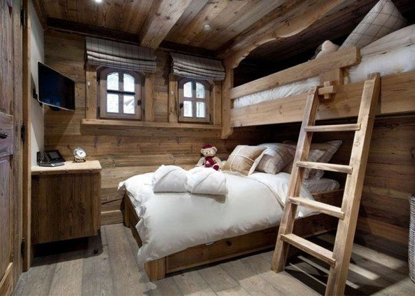 bedroom Chalet-style photo