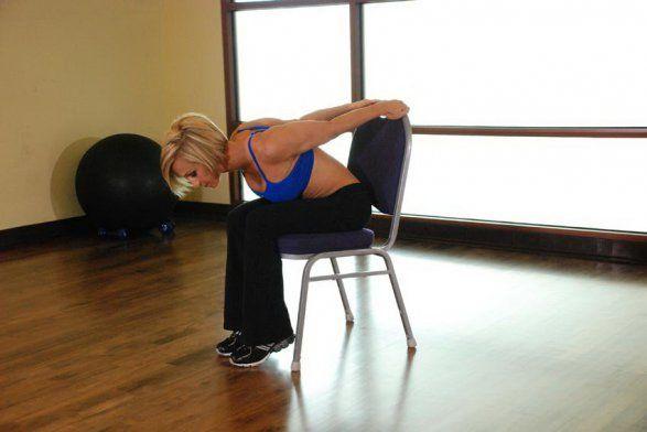 Упражнения на Плечи. Растяжка дельт, сидя на стуле