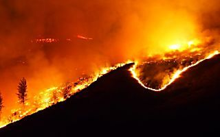 Homes destroyed, hundreds evacuated as Christchurch Port Hills fires rage out of control