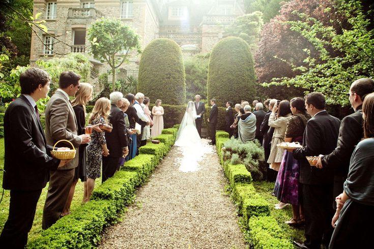 Según #AMER y #EcologistasenAcción en la Comunidad de Madrid, se estima que alrededor de 40 de las fincas que se anuncian para celebrar una boda son ilegales. #boda #celebracion #novia #estilo #decoracion #fiesta