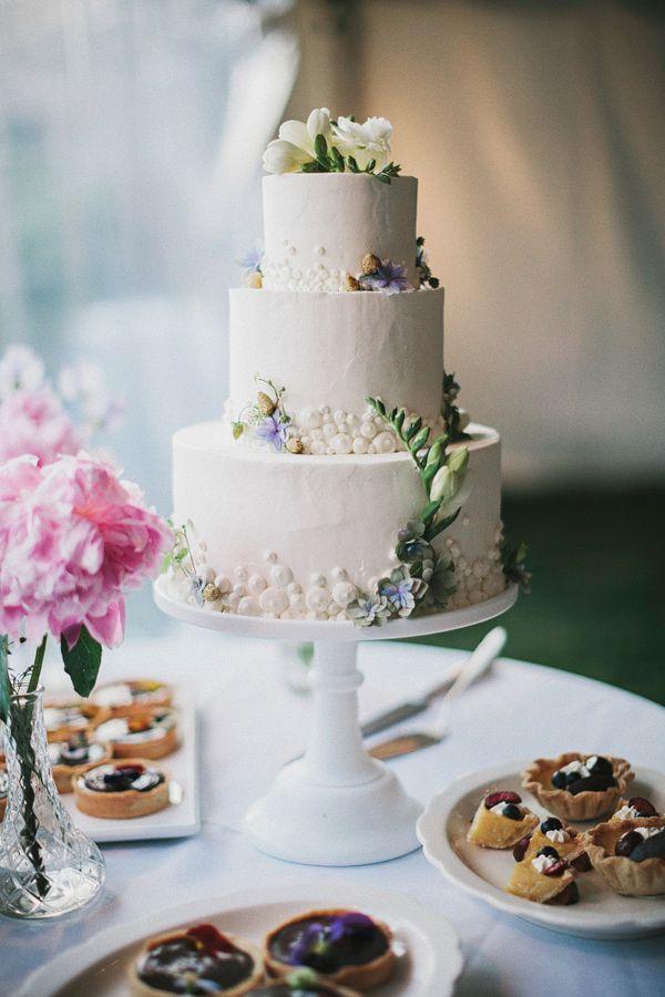 ★★★ ケーキのお花や形は凄く好きですが、ケーキについている白ポツを外して欲しいです。