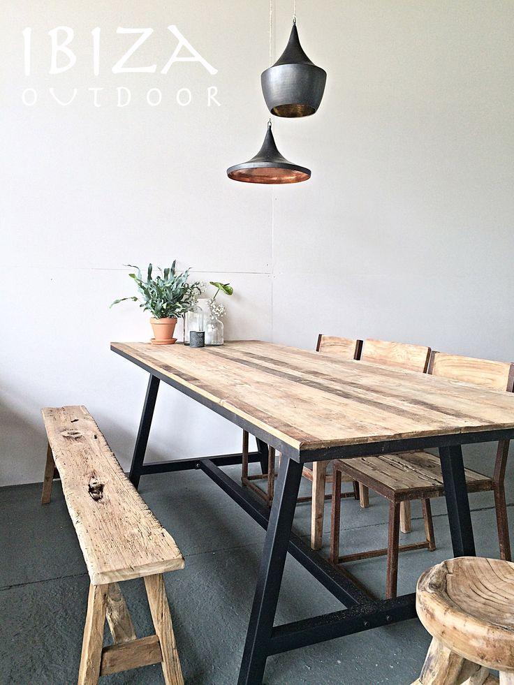 Deze teakhouten tafel met ijzer onderstel is naar een mooi huis gegaan in Enschede, enjoy Nicole! heb nog maar een paar van deze tafels. Tevens ook de oude teakhouten bankjes, eetkamerstoelen, krukje en lampen. Bij interesse graag even mailen naar ibizaoutdoor@gmail.com ook voor een afspraak in de loods. gr Mees
