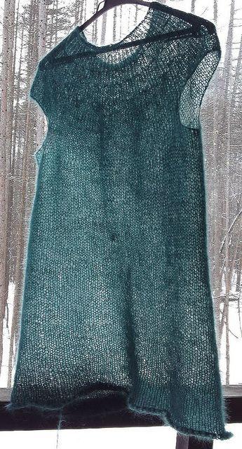 Mohair minimalist top. Free ravelry pattern by Anna Kuduja  : http://www.ravelry.com/patterns/library/mohair-minimalist-top (Haben wollen! Ich hätte sogar das passende Garn dafür... )
