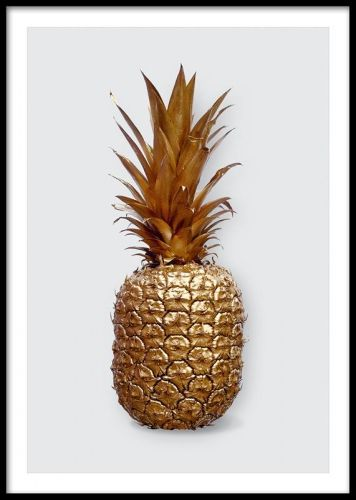 A stylish art poster with a popular photograph of a pineapple colored in gold. This print looks fabulous as part of a wall art collage, matched together with our other posters and art prints in gold and silver. The print looks good in both a white and black frame. Desenio.co.uk