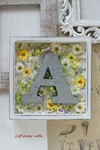 【今日の贈花】結婚のお祝いにアルファベットフレーム|Flower note の 花日記 (横浜・上大岡 アレンジメント教室)