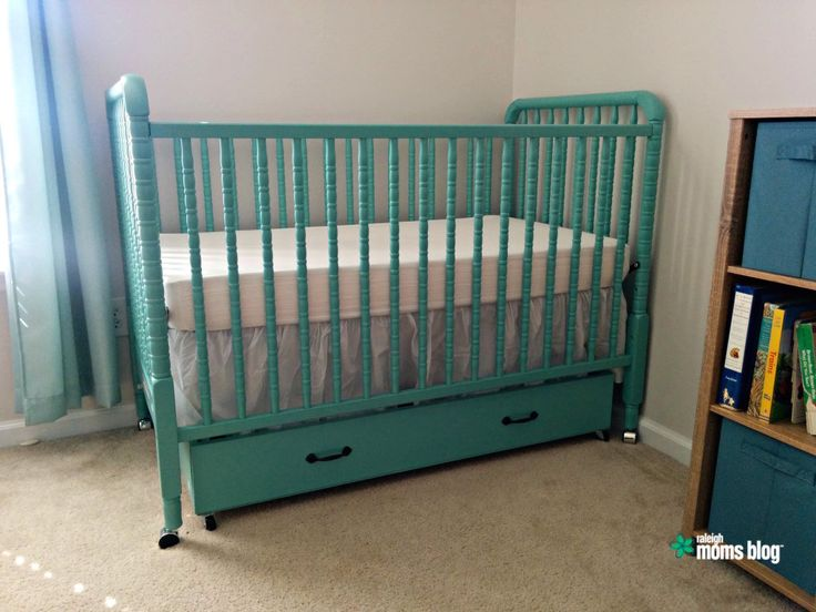 Looking to save space in the nursery? Jenny's DIY Trundle Drawer is easy to make and conveniently slides under the crib. Downloadable plans included!