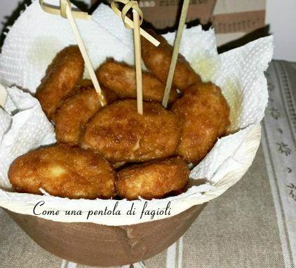 Facili, veloci e buonissimissimi i Bocconcini di pollo preparati nella cucina di Come una pentola di fagioli! Sono croccanti e morbidi. Deliziosi sia fritt