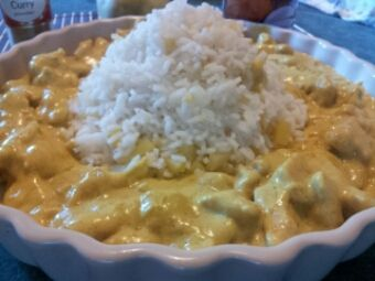 Riso e pollo al curry con latte di cocco