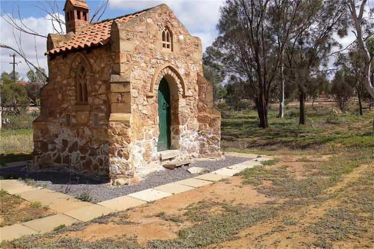 BA2741/110: Priest's Lodge behind the Holy Cross Church, Morawa, 27 September 2014 http://purl.slwa.wa.gov.au/slwa_b4625306_2