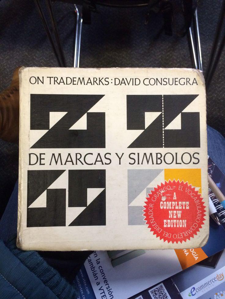 De marcas y símbolos, el libro que regresa a nuestras manos después de 10 años de haberlo prestado.