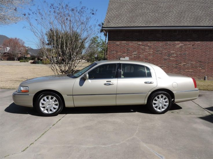 Used 2006 Lincoln Town Car