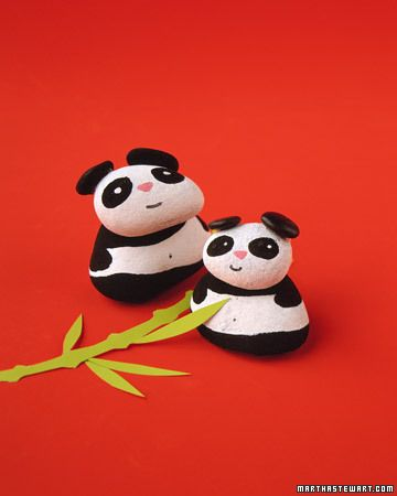 How cute are these ideas?!?  Love quite a few of them, and especially these - Painted Pandas.  Want to do over a summer family vacation with lots of little kids!!  ^.^