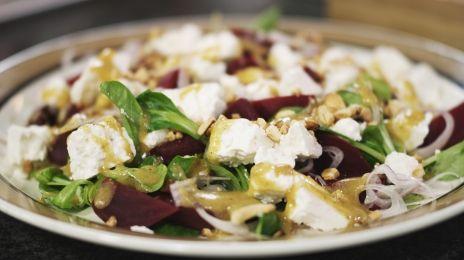 Salade van rode biet, veldsla en feta - al teveel gemaakt om de tel nog bij te houden