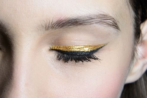gold and black liner, always a good combination (i'm either going to do this for hc or)