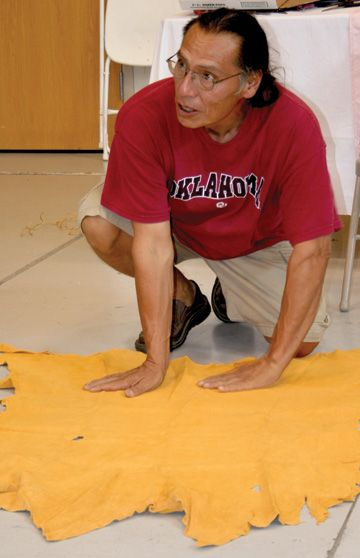Making pucker-toe moccasins