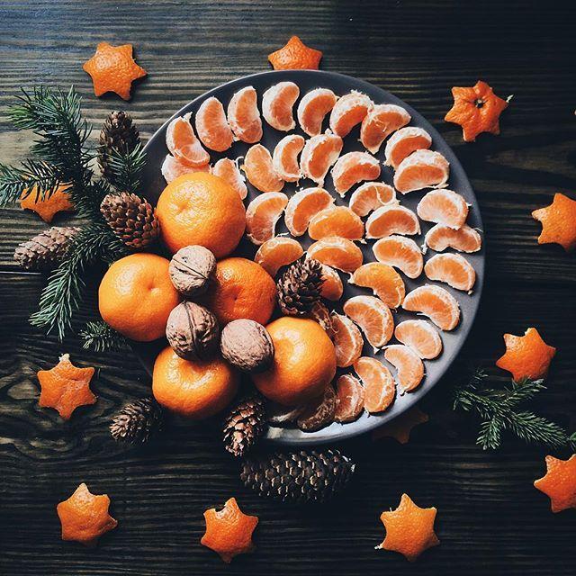 Зима, суровое время года с противными простудами(, поэтому витаминный запас обязателен))). #sweet #фото #зима #мандарины #орехи #шишки #прекрасно #красиво #красота #amazing #beauty #beautiful #nice #nymood #likes #photo #photooftheday #instagood #instalike #food #foodie #followme #nuts #mandarine #мандариновоенастроение #winter #wonderful
