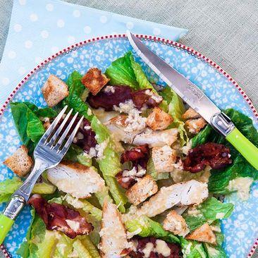 Recept på Ceasarsallad med kyckling och bacon - MatHem