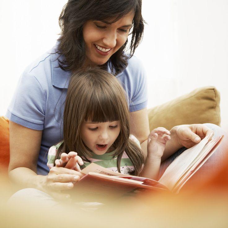 Leyendo en voz alta, leyendo juntos.