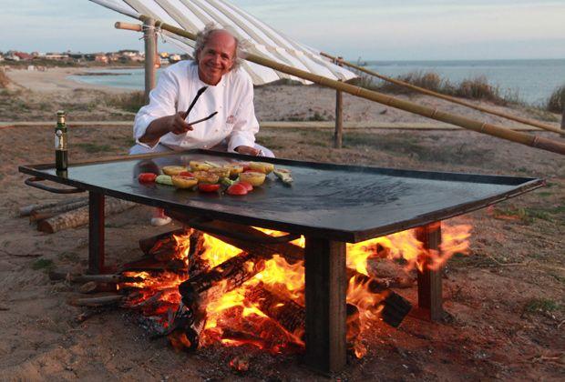 Es uno de los máximos exponentes de la gastronomía argentina y acaba de lanzar un nuevo libro con ese aire rústico que lo caracteriza.