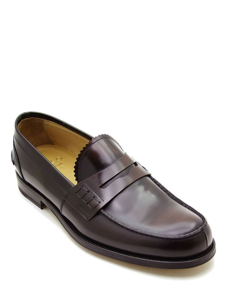 #Penny #loafer in dark brown calfskin leather with a small gimped tongue and double-stitched apron. The #shoe is unlined, making it cooler to wear and ideal for warmer weather. Its authentic character makes it ideal for everyday wear with a #casual #style. It can be worn with a #formal #dress or a pair of tight #jeans at the bottom.