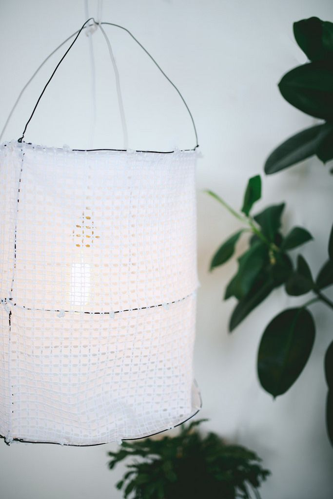 DIY: wire and lace lampshade