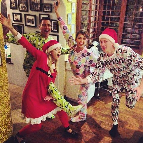 【ELLEgirl】ジェイミー・キング&ジェシカ・アルバ|クリスマスはLet's パジャマ☆パーティ!|エル・ガール・オンライン