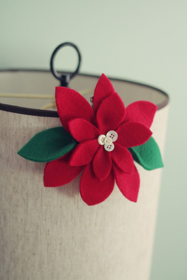 pretty poinsettias: a simple Christmas craft