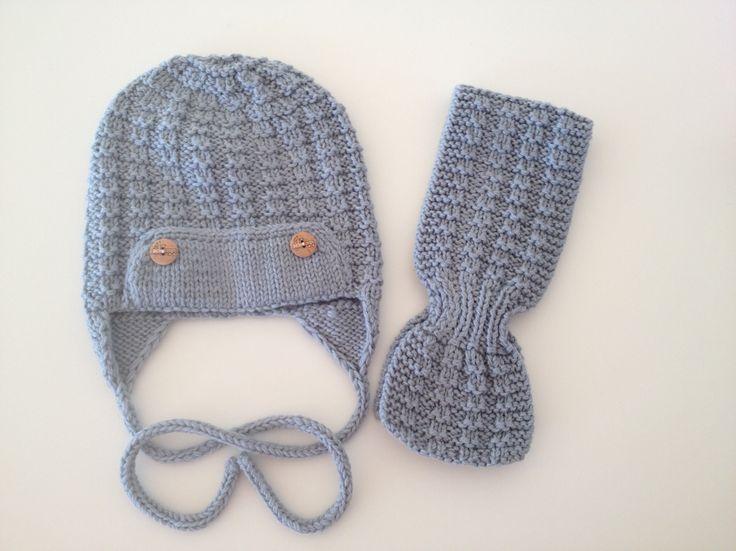 """Pilotlua og Noahskjerf med """"pilotmønster"""" fra KlompeLOMPE, strikket i dobbel Lanett Babyull, som barselgave til en liten prins."""