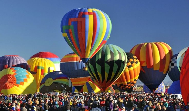 The Albuquerque International Ballon Fiesta is a Festival of hot air ballons that takes place in Albuquerque, New Mexico during October. This year we can participate from 7th October to 15th October with more than 500 ballons in the air!