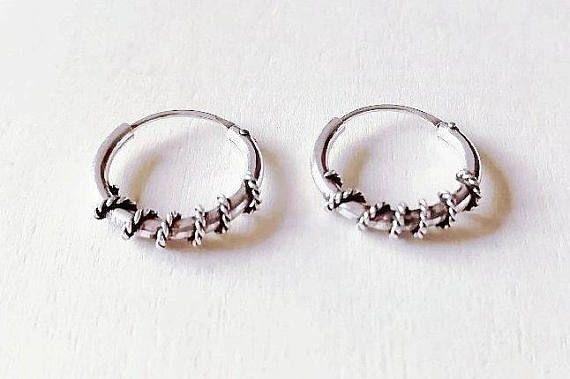 Mira este artículo en mi tienda de Etsy: https://www.etsy.com/es/listing/551973827/bali-hoops-earrings-aros-de-bali-aros-de