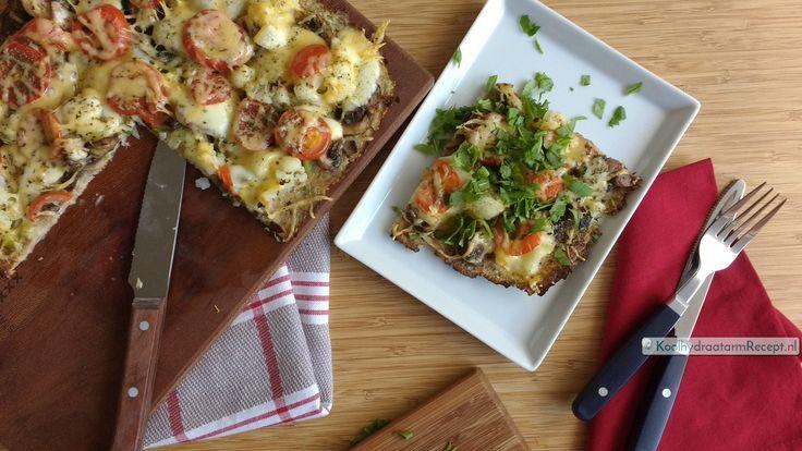 Op deze heerlijke kruidige tonijnbodem verwerkte ik restjes groenten, maar hij is eenvoudig te beleggen met je eigen favoriete groenten en kaas.