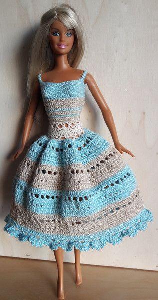 Puppenkleidung - Barbie Kleid (gehäkelt), hellbeige/hellblau - ein Designerstück von Anna-Tim bei DaWanda