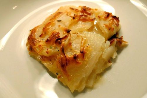 Easter, here we come! Crock Pot Scalloped Potatoes Recipe #easter #recipes