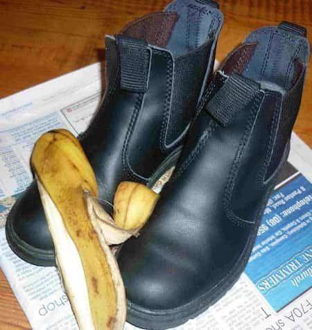 cirer chaussures avec peau de banane