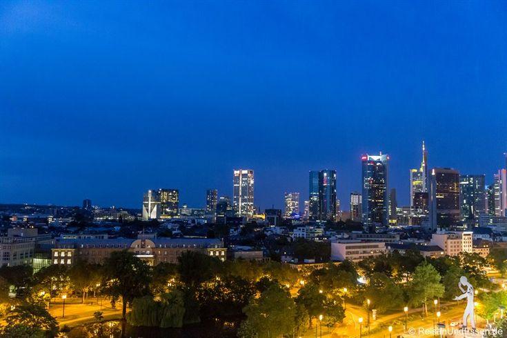 Ein Wochenende konnte ich die Vorzüge des Maritim Hotel Frankfurt genießen. Besonders gefallen hat mir der Blick vom Zimmer auf die Skyline der Bankenmetropole Frankfurt. Was mir noch alles im Hotel gefallen hat, verrate ich dir im Bericht.