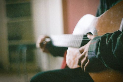 //pinterest: pandeamonium ❁  Even when you don't play guitar this is a beautiful sight. <3