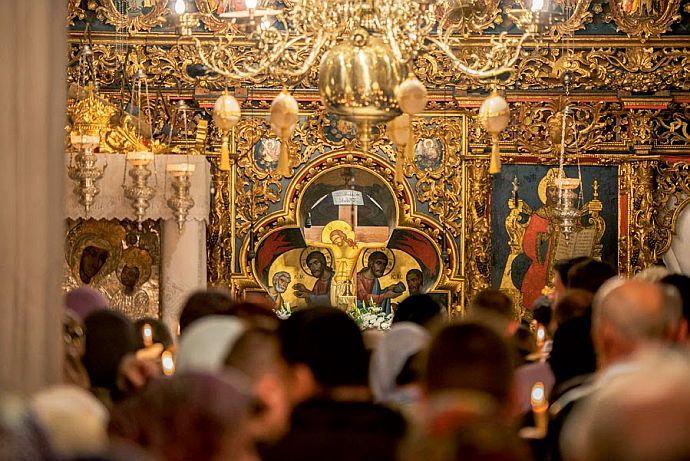 Să nu plecați din biserică mai înainte de a se termina Liturghia, pentru că veți pierde harul ce-l primiți – Sfântul Varsanufie | La Taifas