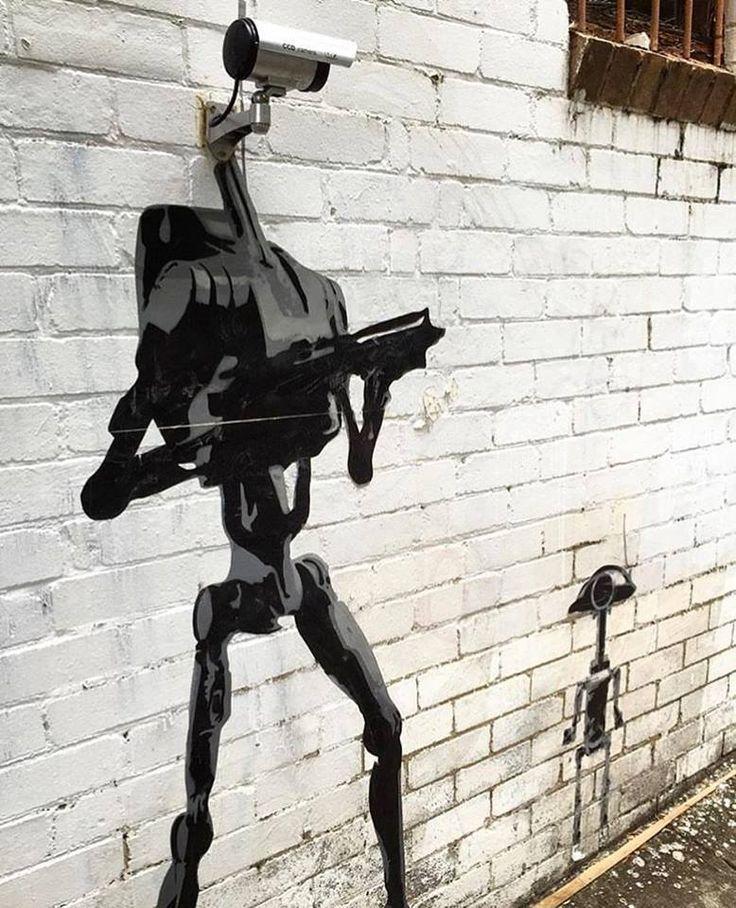 Une caméra de surveillance déguisée en droïde de combat