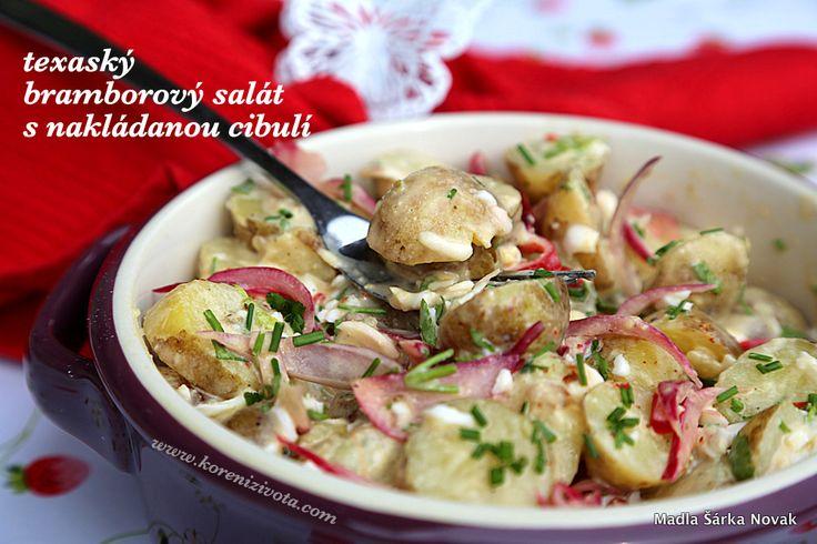 Svěží bramborový salát, obohacený o rychle nakládanou cibuli s netradiční pikantní zálivkou. Jde to snadno a chutně, přesvědčte se sami...