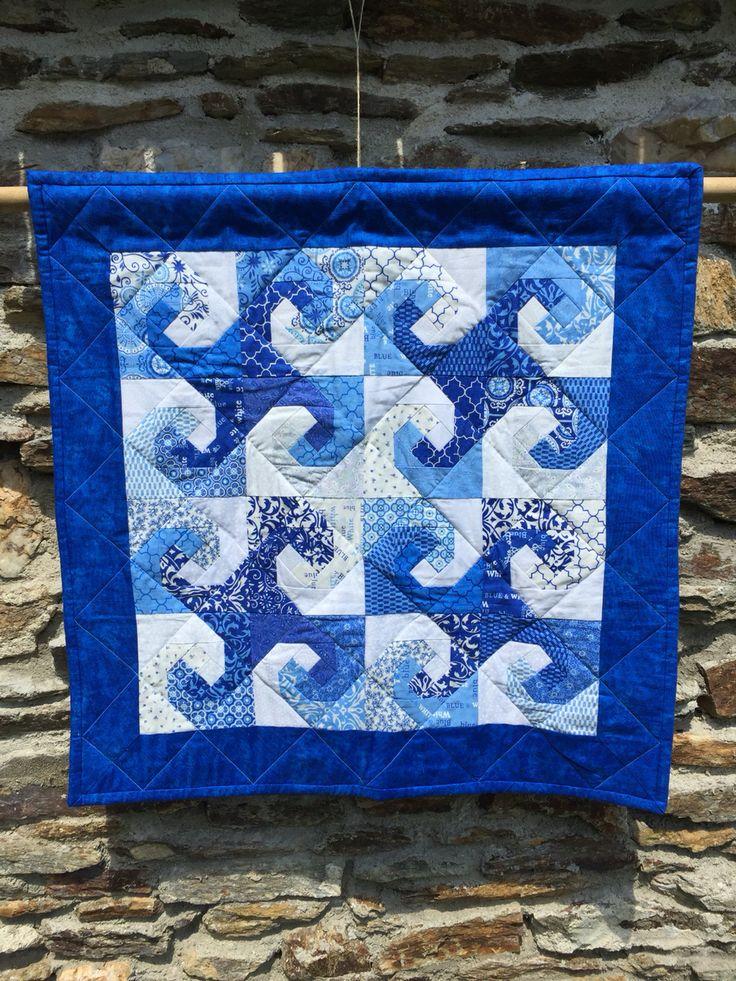 54 kleuren blauw gemaakt van een charm pack die ik gekregen heb voor mijn 54ste verjaardag
