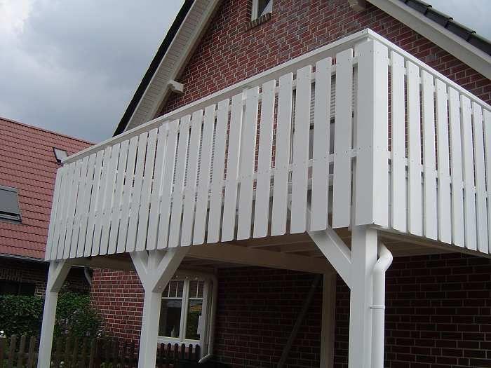 balkon carport mit br stung in wei grundierter l rche balkon pinterest. Black Bedroom Furniture Sets. Home Design Ideas