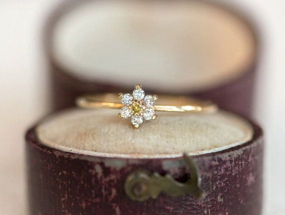 White Diamond Daisy Ring in 14k Gold // Yellow and White Diamonds in a Delicate Stackable Flower Ring // Snowflake Diamond Gold Promise Ring