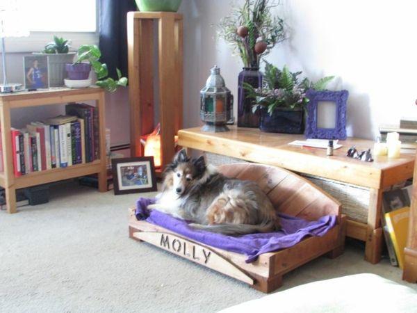Hundebetten aus Holz - große Hundesofas aus Europaletten selber machen