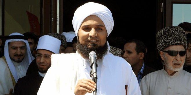 Habib Ali Al-Jifri Membahas Gelar 'Alaihissalam' untuk Ahlulbait Nabi Saw http://bit.ly/1GhKfwS