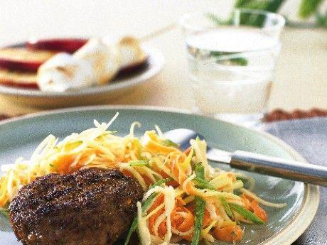 Grillade färsbiffar med coleslaw